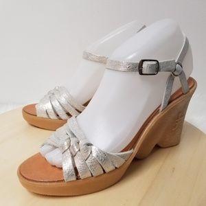 FAMOLARE Hi-Up Haute Knots 70s Wedge Sandals NEW